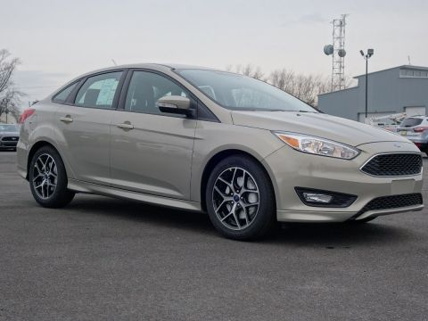 New 2016 Ford Focus SE FWD Sedan
