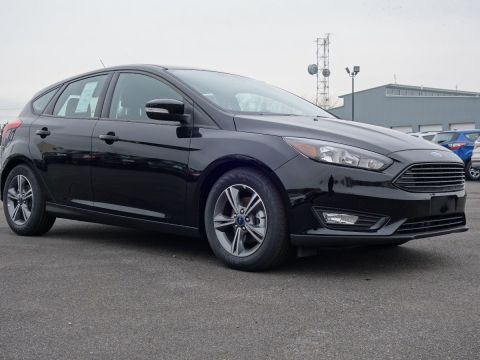 New 2016 Ford Focus SE FWD Hatchback